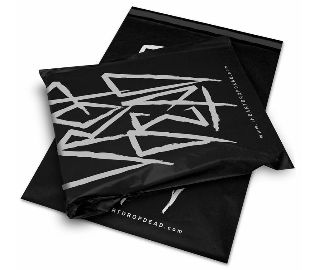 bags_0005_DropDead_MailBag